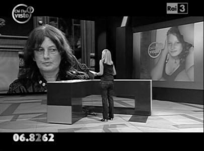 La giornalista RAI Federica Sciarelli durante la diretta TV del programma Chi l'ha visto?, 7 ottobre 2010, foto tratta dal web