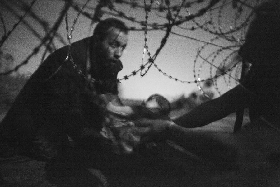 Warren Richardson, Australia Hope for a New Life, 28 August 2015, Serbia/Hungary border © Warren Richardson