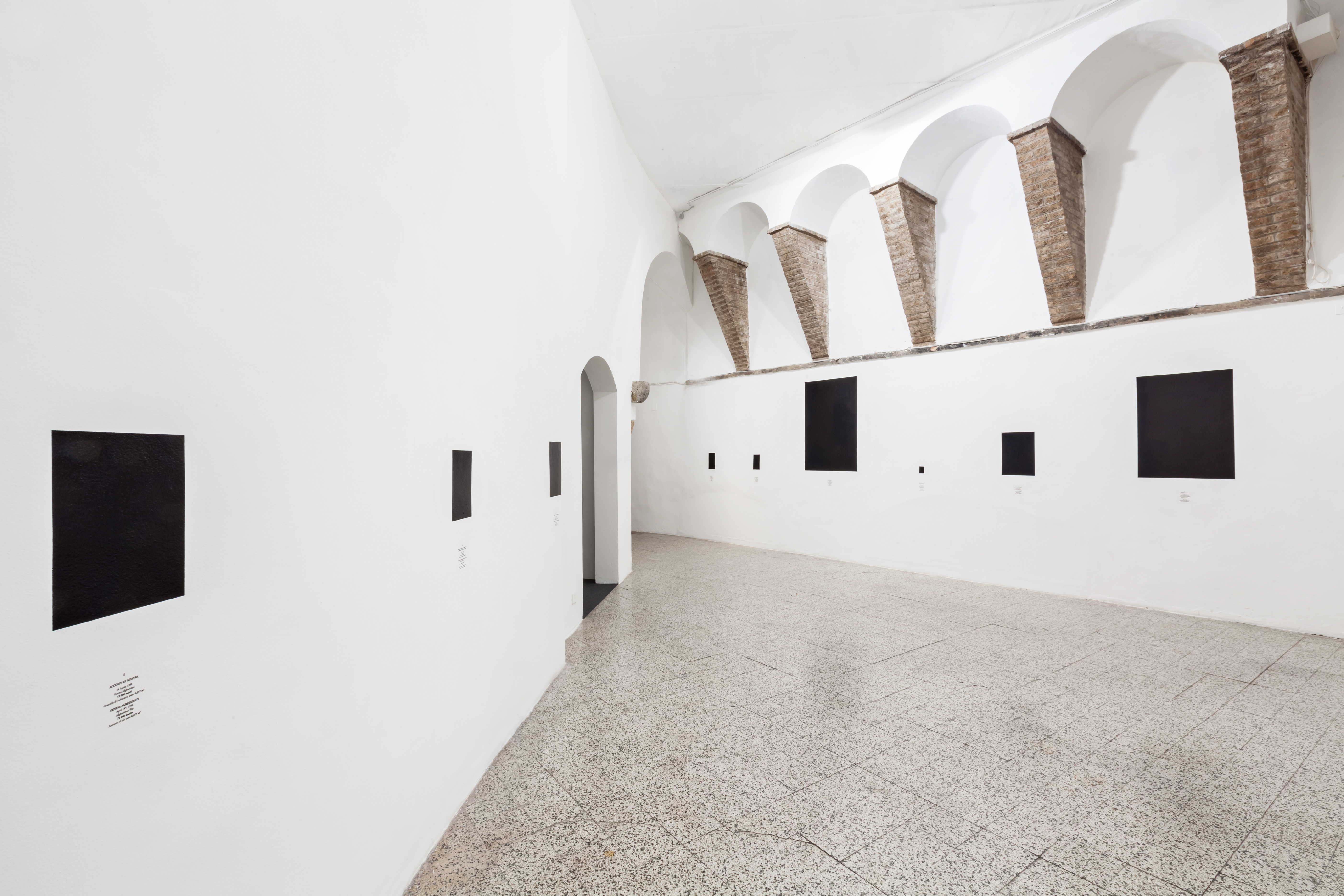 """Reynier Leyva Novo, Veduta della mostra """"El peso de la muerte"""" GALLERIA CONTINUA, San Gimignano, 2016"""