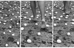 Anna Maria Maiolino, Entrevidas (Between Lives), dalla serie Photopoemaction, 1981/2010  Trittico, fotografia in bianco e nero, 88x56 cm ciascuna (misura totale: 88x168 cm) edizione di 5 + 2 AP  Collezione Privata, Monza. Courtesy l'artista e Galleria Raffaella Cortese, Milano