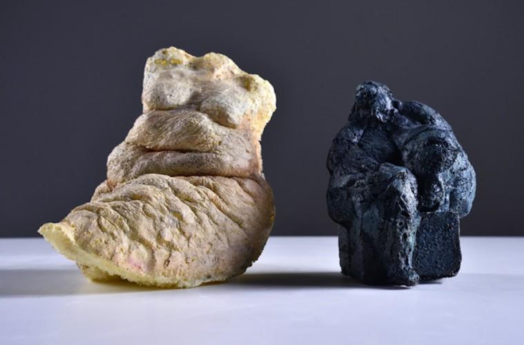Manuele Mirabella, Foam 1, 2016, schiuma poliuretanica, 15x10x8 cm e Foam 2, 2016, schiuma poliuretanica, 18x16x8 cm Courtesy immagini Antonio Cozza
