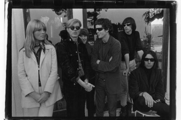 The Velvet Underground e Nico con Andy Warhol Hollywood Hills 1966© Gerard Malanga Courtesy Galerie Caroline Smulders Paris