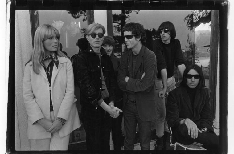 The Velvet Underground e Nico con Andy Warhol Hollywood Hills 1966© Gerard Malanga Courtesy Galerie Caroline Smulders Paris