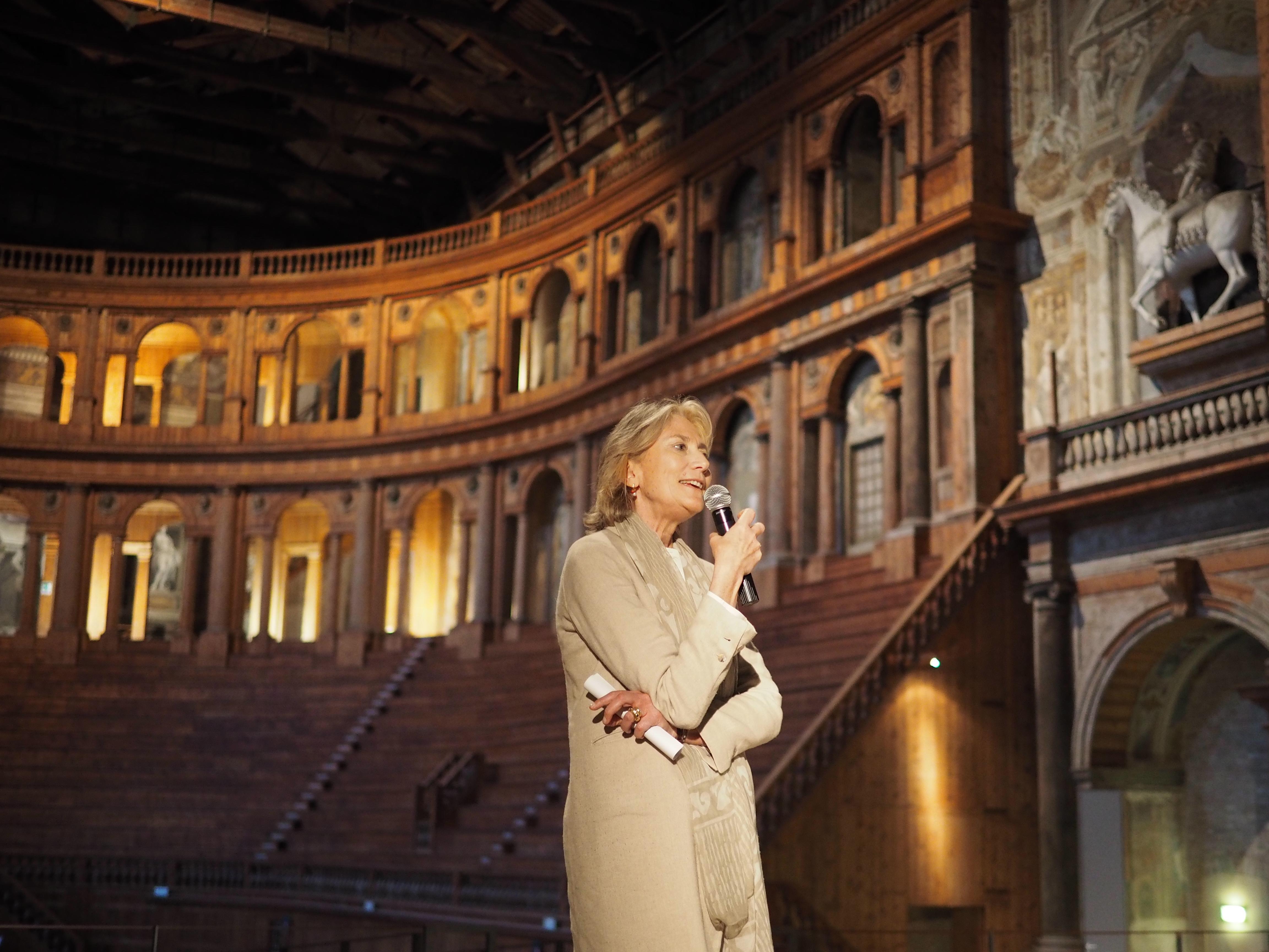 Un ritratto di Mariella Utili al Teatro Farnese di Parma