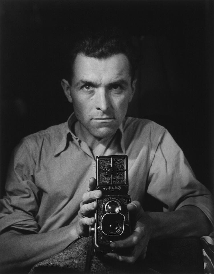 Robert Doisneau, Autoritratto con Rolleiflex, 1947 © Atelier Robert Doisneau