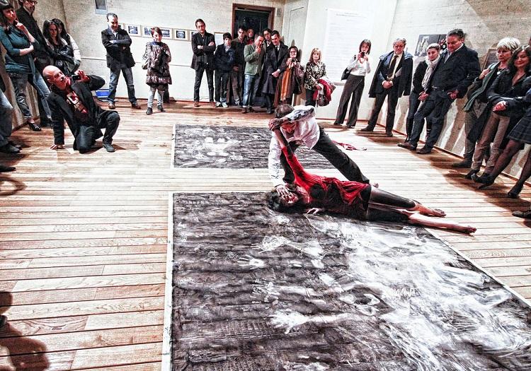 Isabella Falbo nel lavoro di Stefano Babboni, Coreografie su tela, Faenza, Villa Abbondanzi, marzo 2012. Ph. N. Zanolini