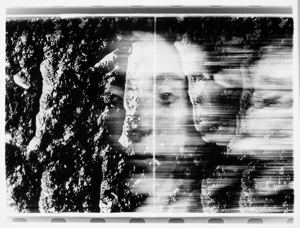 Paolo Gioli, Volti attraverso (Faces Across), 1987-2002, photo finish, black and white print