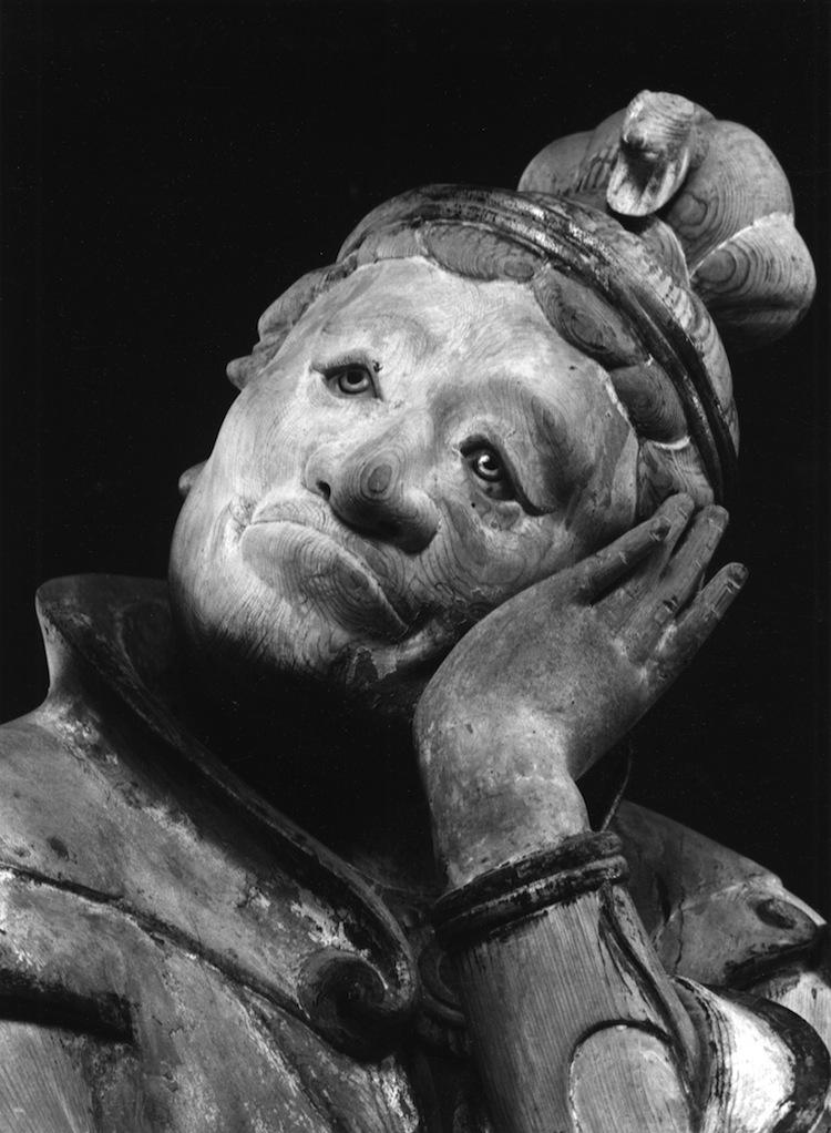 Domon Ken, Hitsuji (Pecora), uno dei dodici guardiani (jūnishinshō) del Murōji, Nara, 1941‐43, 535×748, Ken Domon Museum of Photography