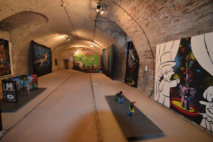 Veduta della mostra Il mondo Moya. Mostra antologica, Cantine di Vincenzo