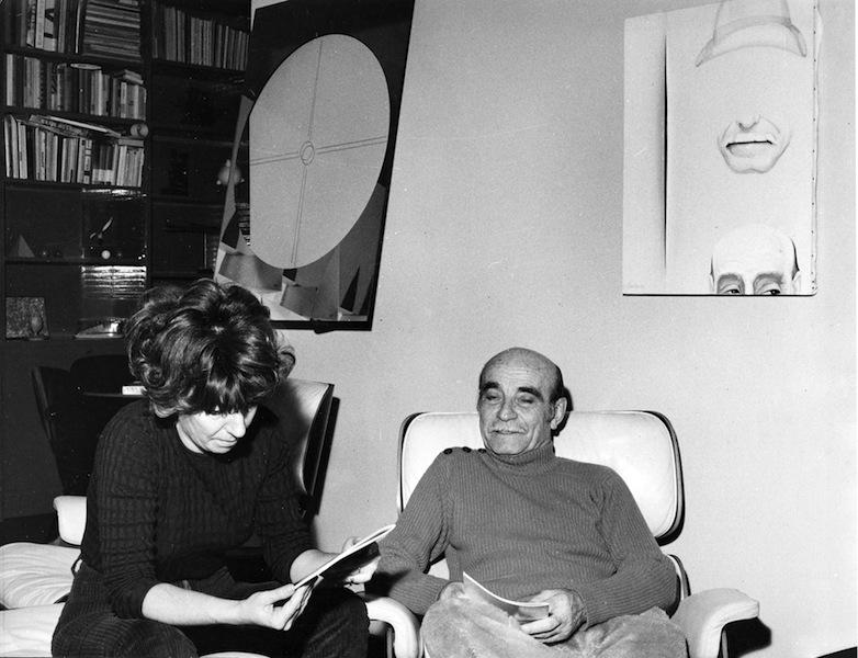 Fulvia Levi Bianchi nello studio di Lucio Fontana, 1966