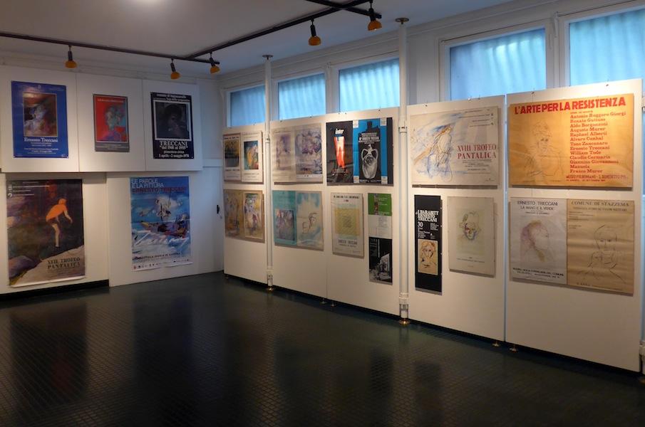Ernesto Treccani, cinquant'anni nei manifesti. Arte, cultura, società e politica, veduta della mostra, Fondazione Corrente, Milano