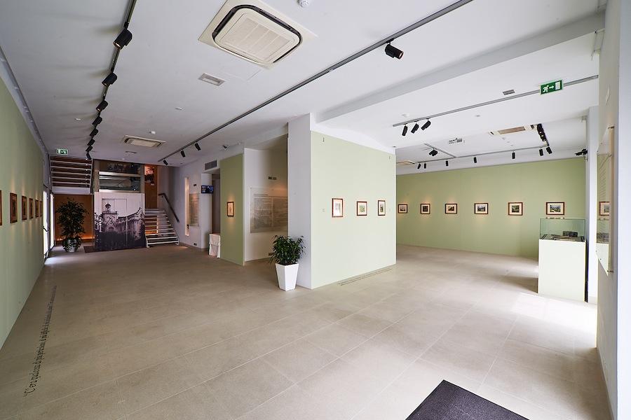 La sala espositiva con gli acquerelli di Hermann Hesse Foto Fondazione Hermann Geiger