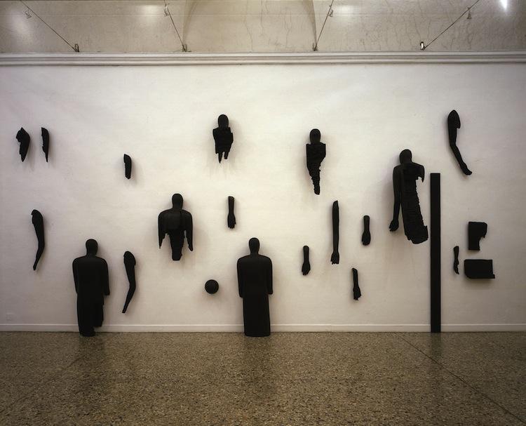 Mimmo Paladino, Senza titolo, 2006, 22 elementi fusione in alluminio patinato, Galleria Christian Stein