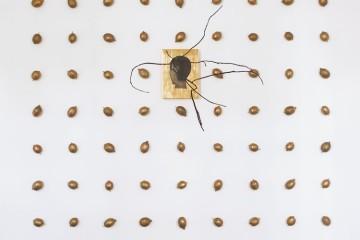 Mimmo Paladino, Senza titolo, 2012, pittura su legno, alluminio ed ottone, 310x250x163 cm Foto Peppe Avallone