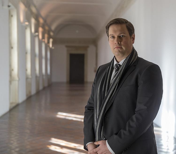 Peter Aufreiter all'interno del Palazzo Ducale di Urbino.  Foto: Leonardo Mattioli