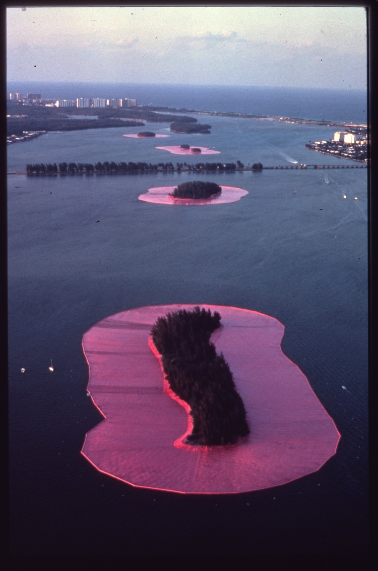 Christo and Jeanne-Claude, Surrounded Island, Biscayne Bay, Greater Miami, Florida, 1980-83, 600.850 square meters (6,5 million square feet) of fabric floating on the water. 11 islands Photo: Wolfgang Volz (c) Christo 1983