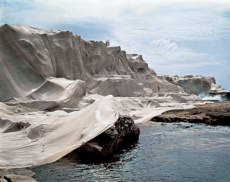 Christo and Jeanne-Claude, Wrapped Cost, one Million Square Feet., Little Bay, Sydney, Australia, 1969, 100 x 150 cm Photo Harry Skunk