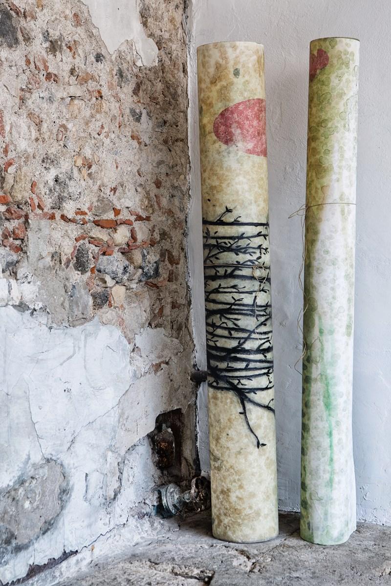 Mirko Baricchi, Archè #1 e Archè #2, carte arrotolate, 2016, tecnica mista su carta fabriano 300 gr, cm. 200x150. Foto Luca Peruzzi