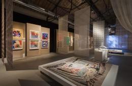 Una veduta della mostra, Tra arte e moda al Museo del Tessuto, Prato