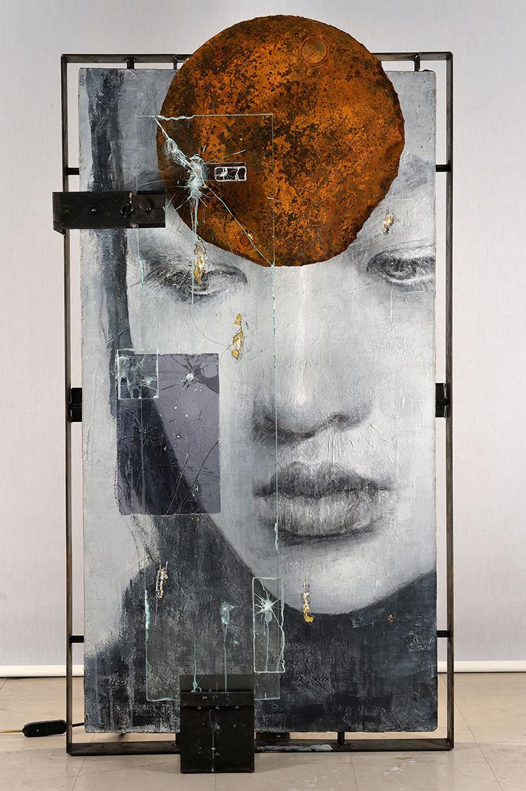 Vitaliano, Wa 10.016, 2016, pittura e materiale, integrazione e sviluppo, 156x86 cm