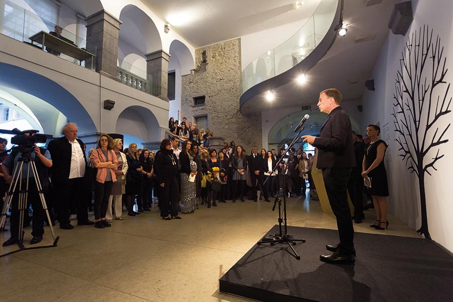 Blaž Peršin inaugura la mostra GENESI al City Museum. Foto: Andrej Peunik/MGML