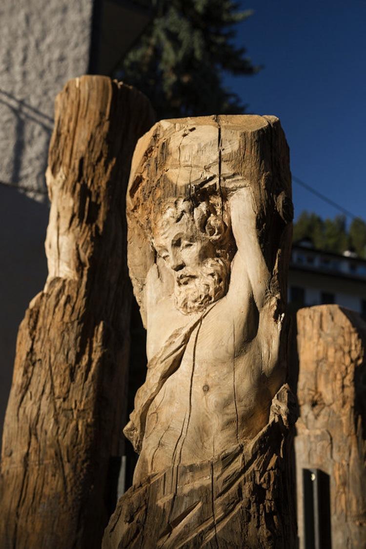 Christian Kosmas, Mayer, Atlas / Pilot, 2016, 4 pine trunks, 215x25x25 cm, 225x31x31 cm, 312x29x29 cm and 323x35x35 cm Courtesy the artist and Galerie Nagel Draxler, Berlin Produced by Biennale Gherdëina in collaboration with Gregor Prugger Photo © Simon Perathoner