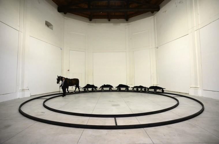 Jannis Kounellis, veduta dell'installazione (Ex Chiesa del Suffragio), Centro Arti Visive Pescheria, Pesaro Foto Michele Alberto Sereni