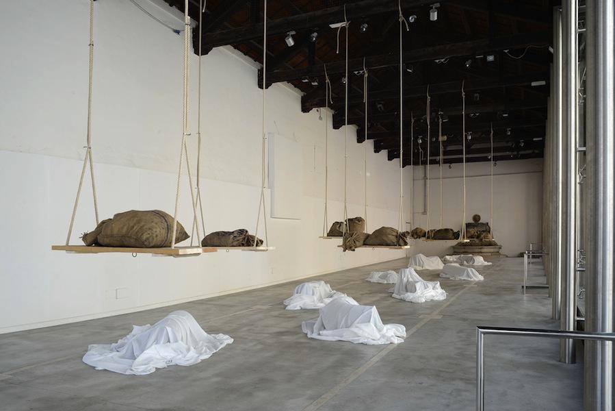Jannis Kounellis, veduta dell'installazione (Loggiato), Centro Arti Visive Pescheria, Pesaro Foto Michele Alberto Sereni