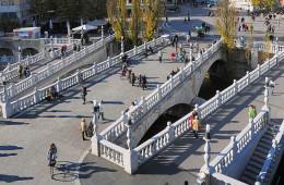 Jože Plečnik, Triple Bridge, Lubiana. Foto: D.Wedam. Fonte: Ljubljana Tourism