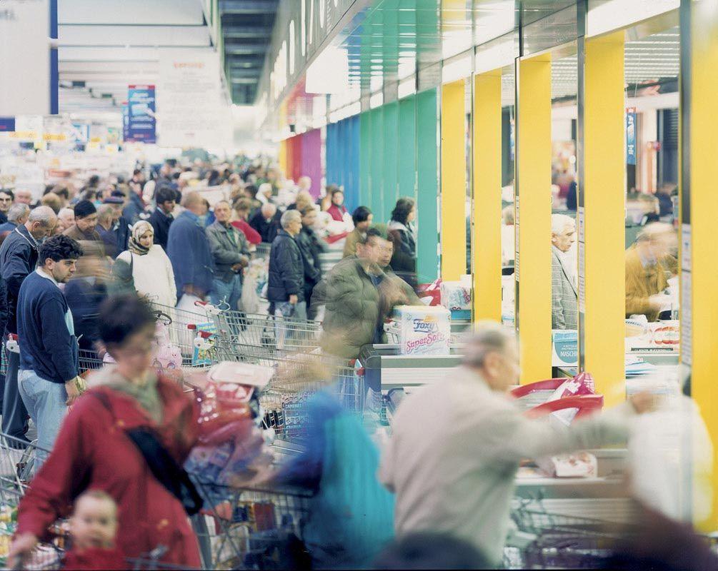 Olivo Barbieri, Centri Commerciali sulla via Emilia, 1999 © Olivo Barbieri