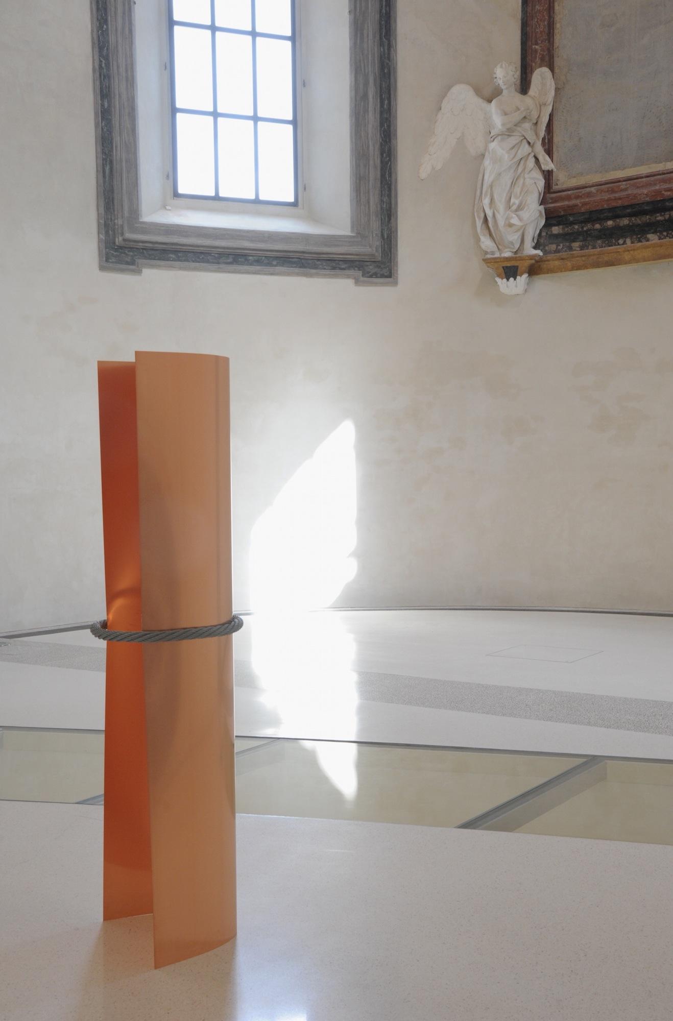 Verticale 2000-2016 , rame, ferro, cm 200 x 50 ∅. © Luca Massari