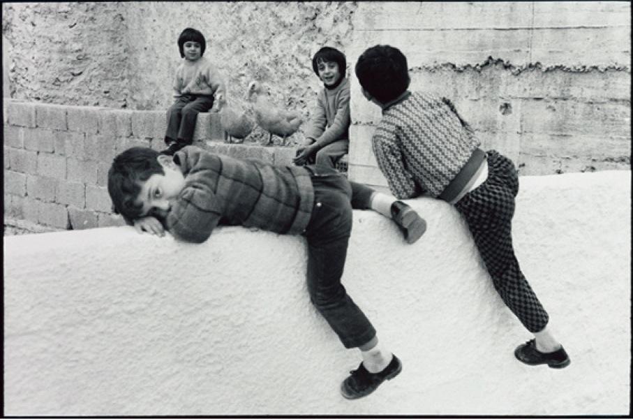 Leonard Freed, Sicilia, 1975, later print, 30.3x40.5 cm © Leonard Freed - Magnum (Brigitte Freed)