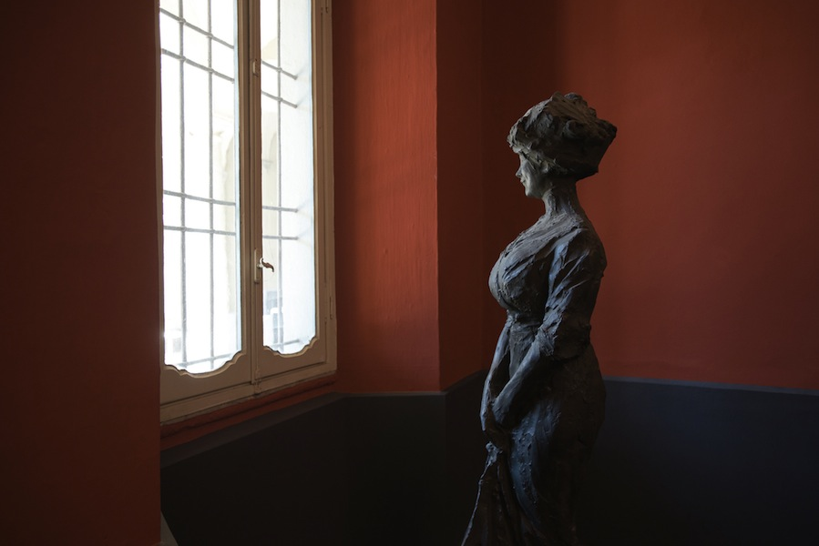 Paolo Troubetzkoy, Mia moglie, databile al 1911, gesso patinato bronzo, 183x80x76 cm