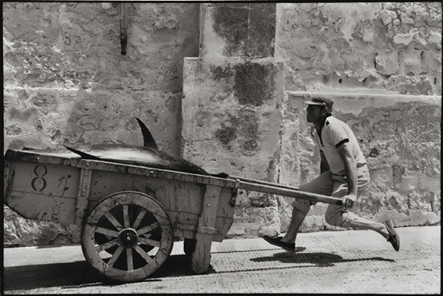 Leonard Freed, Sicilia, 1975, Epson print, 33x48.3 cm © Leonard Freed - Magnum (Brigitte Freed)