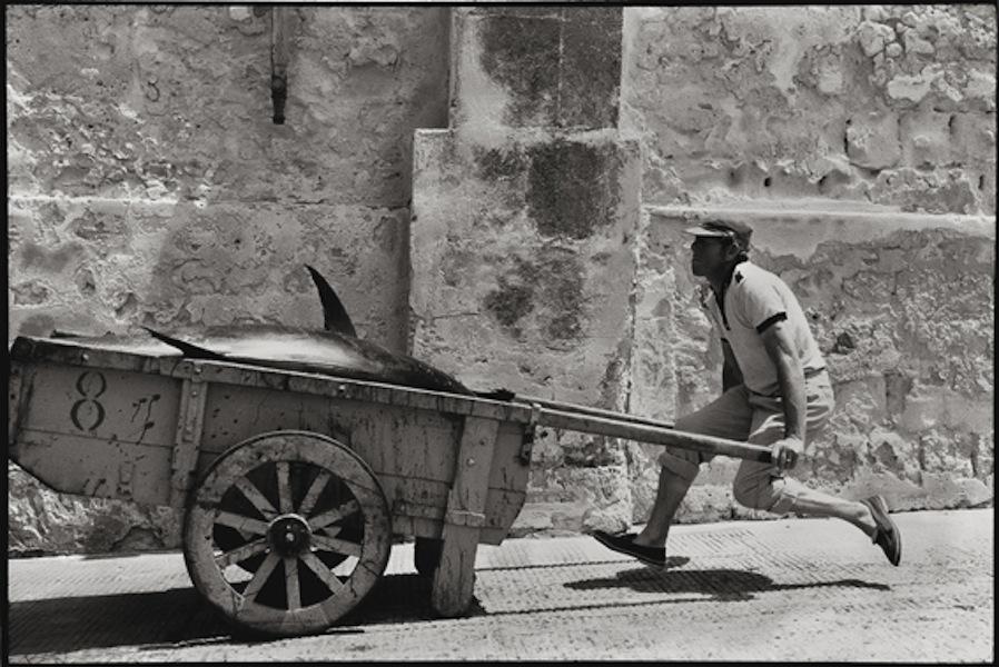 Leonard Freed, Sicilia, 1975, Epson print, 33x48.3 cm © Leonard Freed - Magnum (Brigitte Freed)