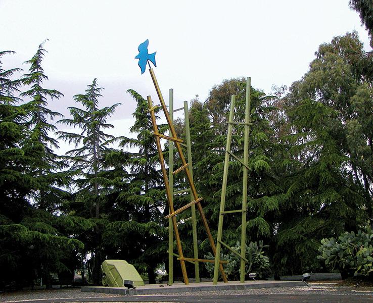 Elena La Verde, Le grandi scale, tecnica mista, 2005, Fondazione La Verde La Malfa, Archivio Grandi Giardini Italiani. Foto: Enzo Gabriele Leanza