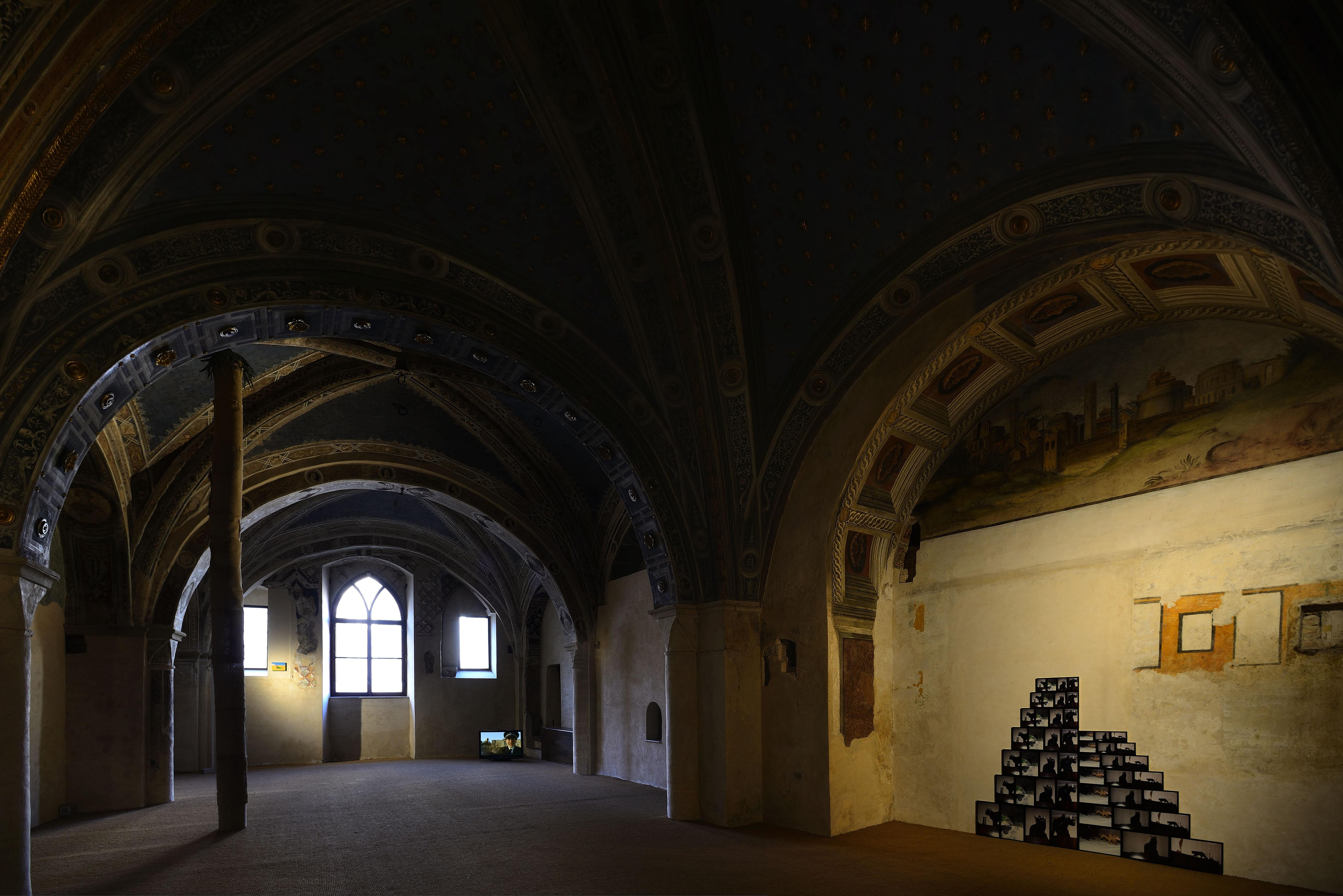 Veduta della mostra, Santa Maria della Scala, Siena Courtesy AGIVERONA Collection. Foto: Michele Alberto Sereni