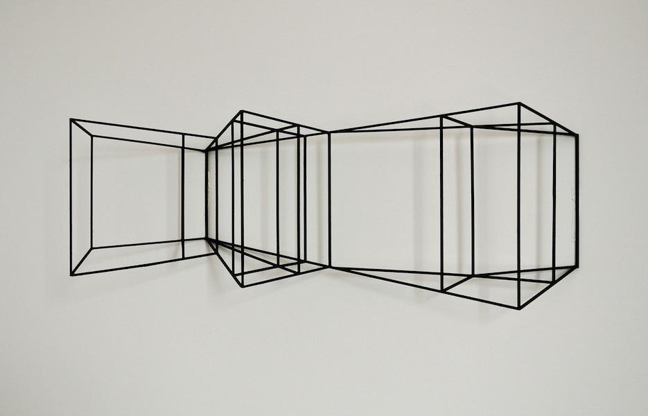 Paolo Cavinato, Wing, 2016, legno e acrilico, 60x13x19 cm