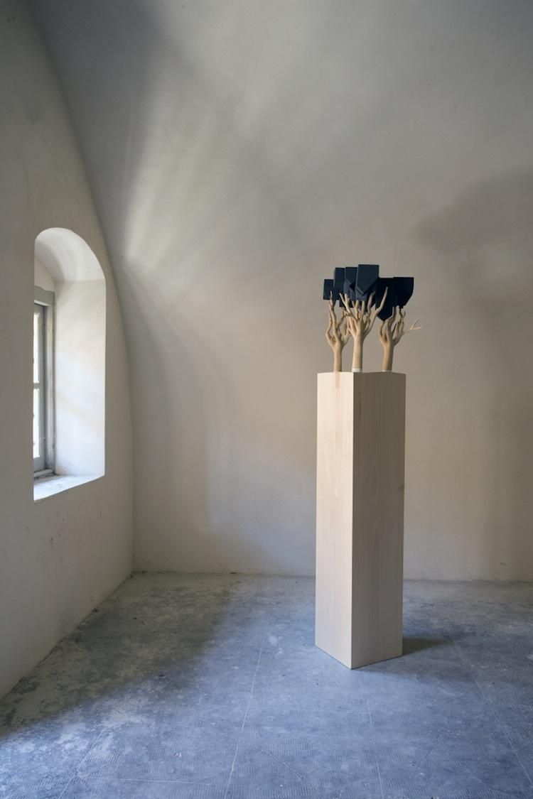 In principio è la Terra, veduta della mostra (Willy Verginer Courtesy Leo Galleries, Monza), Forte di Gavi, Gavi (AL) Foto di Enrico Minasso