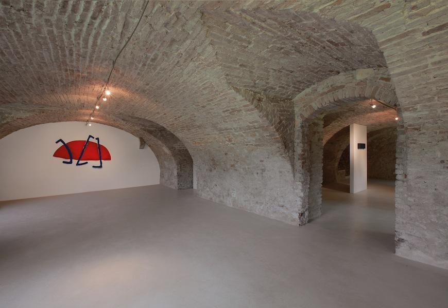 Pino Pinelli, Veduta parziale dell'esposizione, Villa Pisani Bonetti, Bagnolo di Lonigo 2016 Courtesy Associazione Culturale Villa Pisani Contemporary Art Foto Bruno Bani, Milano