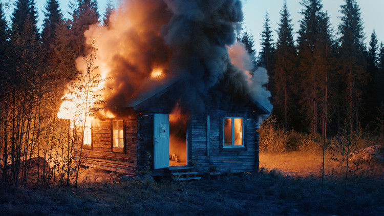Ragnar Kjartansson, Scenes From Western Culture, Burning House, 2015. Single channel video, duration: 01:32:00. Courtesy of the artist, Luhring Augustine, New York & i8 Gallery, Reykjavik