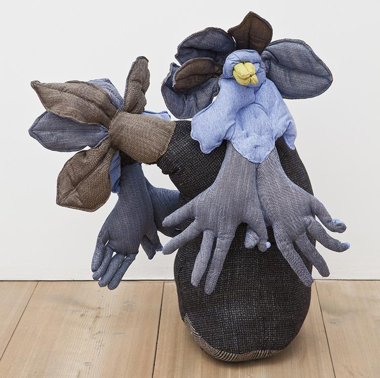 Claudia Losi, Biotope V, 2013, tessuto, stucco, sabbia, cm 65x53x30. Courtesy: Monica De Cardenas. Foto: Andrea Rossetti
