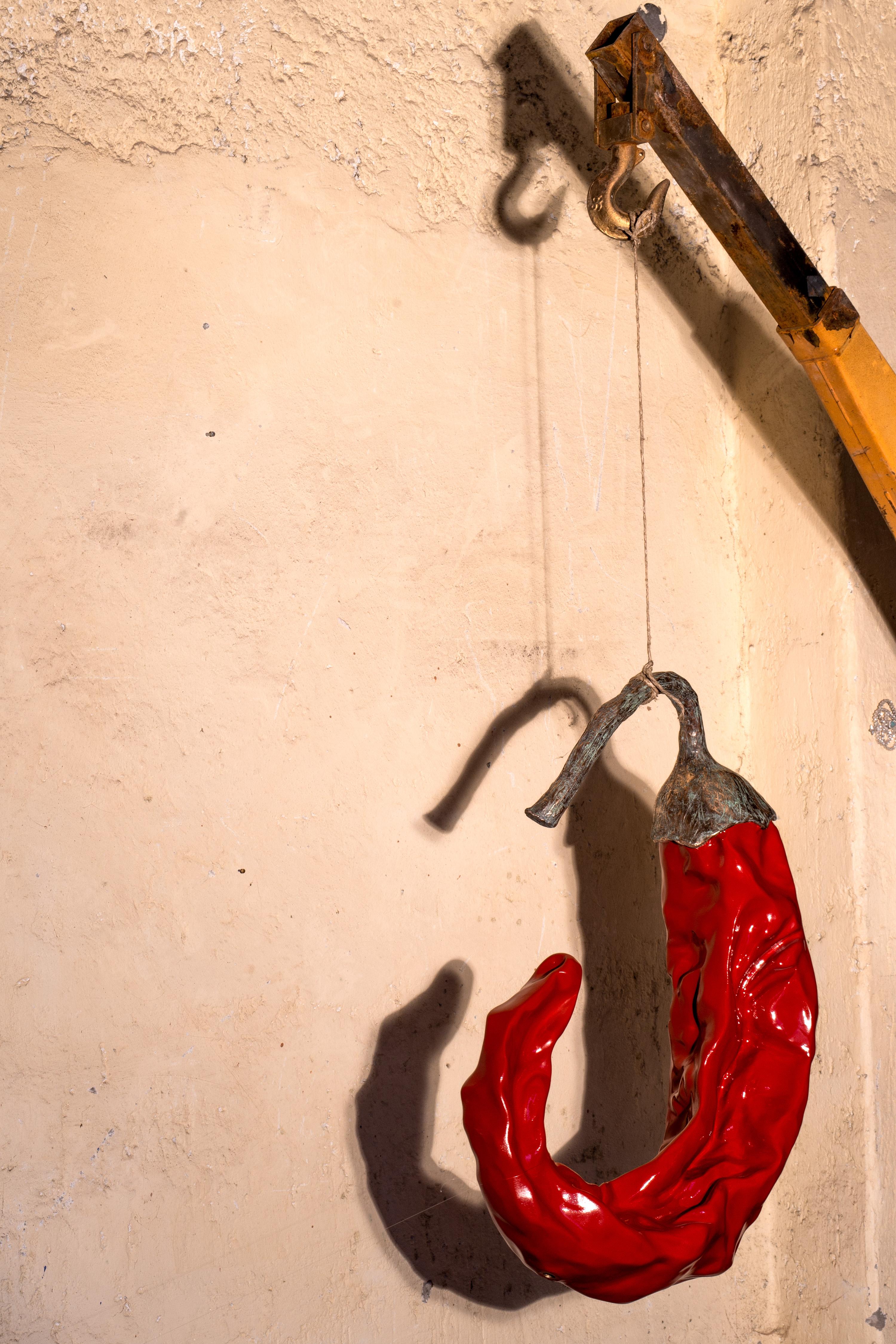 Giuseppe Carta, Capsica Red Light, 2016, resina e bronzo, 4.5 x 1.85 x 0.70 m