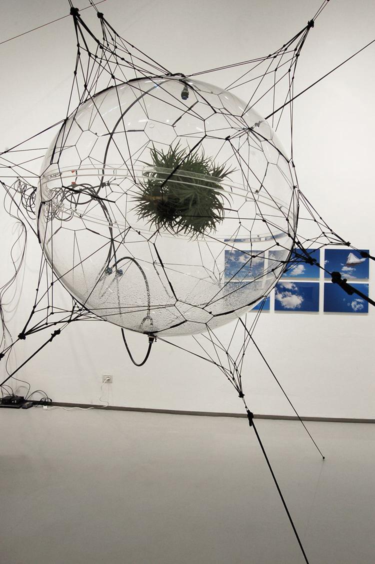 Thomas Saraceno, Biosphere. Courtesy: Fondazione Pier Luigi e Natalina Remotti