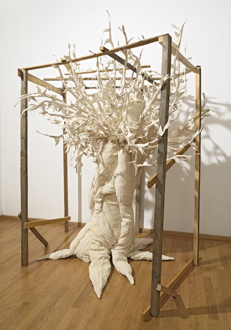 Elizabeth Aro, Ulivo, 2016, legno e broccato di cotone, dimensioni variabili