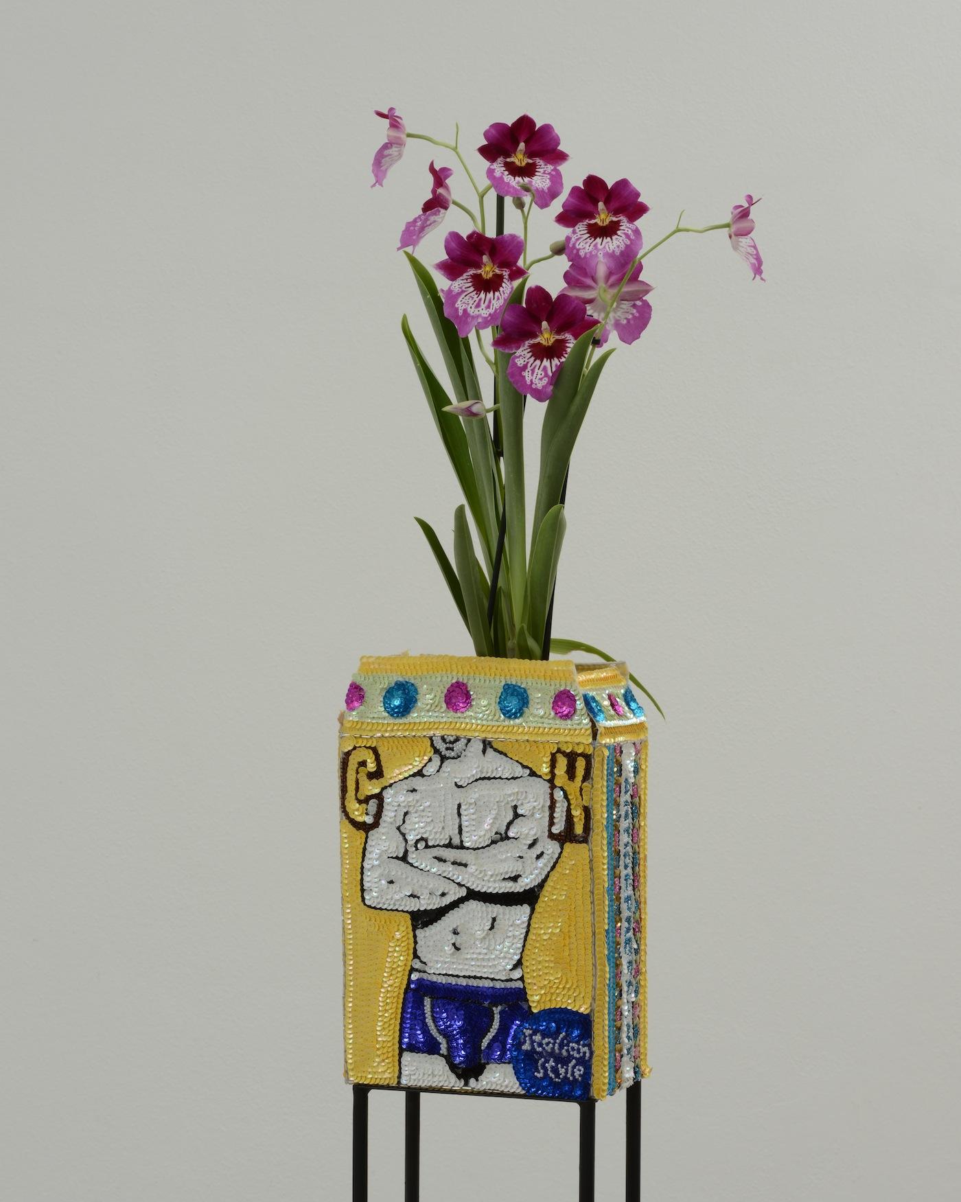 Daniel Gonzalez, FL 35, CK Flowerpot Antidepressant, 2012-2015, Paillettes cucite su tela, ferro, smalto , 24 x 17 x 10 cm, Courtesy Galleria Studio La Città, Verona