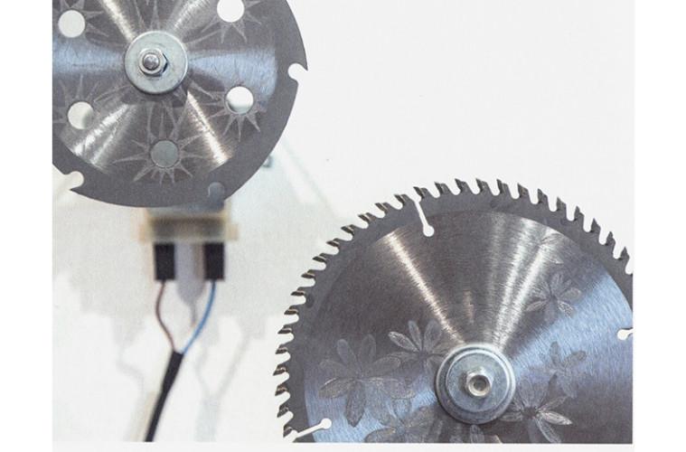 Silvia Giambrone, 8 novembre 2011, 2011, lame d'acciaio incise, meccanismi di rotazione