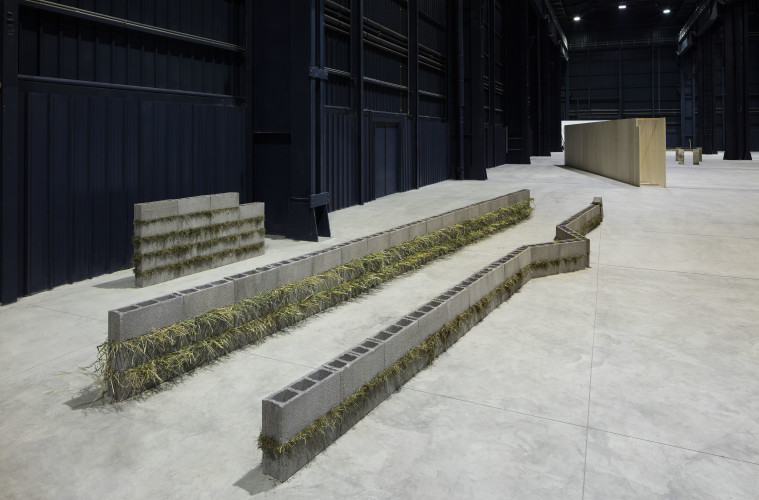 Kishio Suga. Situations, veduta della mostra, Pirelli HangarBicocca, 2016 Courtesy of Pirelli HangarBicocca, Milano Foto Agostino Osio