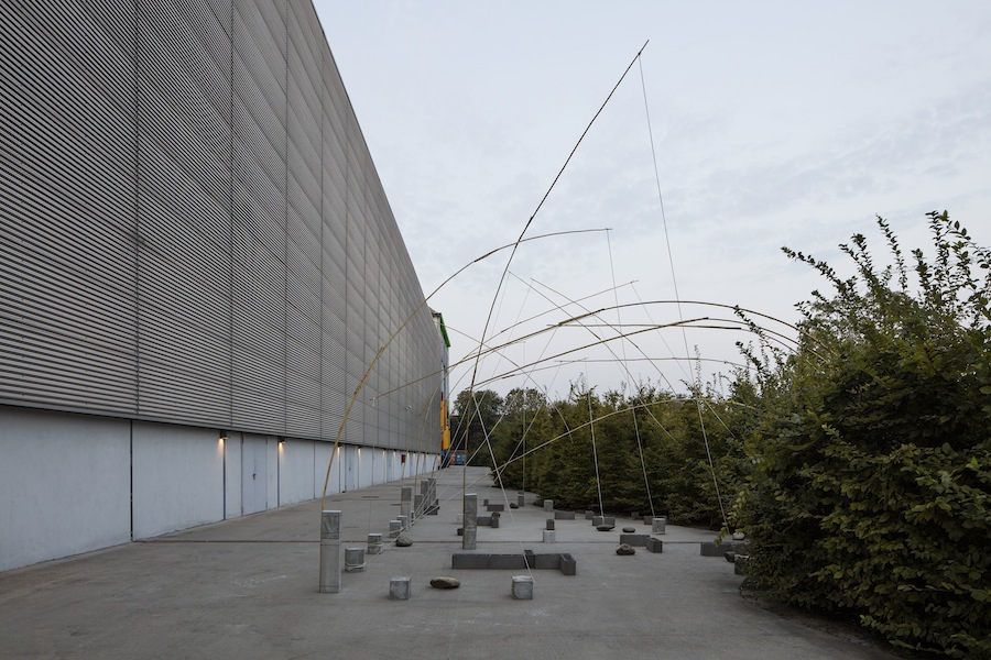Kishio Suga, Unfolding Field, 1972/2016 Courtesy dell'artista, Blum & Poe, Los Angeles/New York/Tokyo e Pirelli HangarBicocca, Milano Foto Agostino Osio