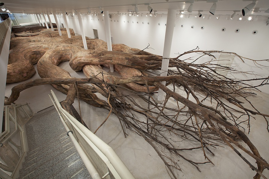 Henrique Oliveira, Transarquitetonica, 2014, Museu de Arte Contemporânea, São Paulo – Brazil, wood, bricks, mud, bamboo, PVC, plywood, tree brunches and other materials, 5x18x73 m Photo Everton Ballardin